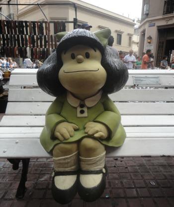 Estátua de Mafalda em San Telmo/Vai Lendo