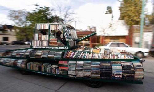 Biblioteca Móvel em Formato de Tanque de Guerra / Divulgação